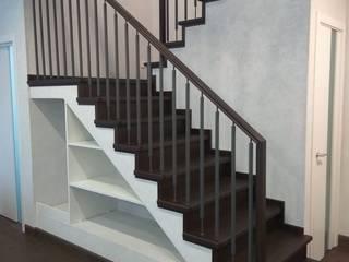 Облицовка бетонной лестницы: Лестницы в . Автор – АКБдизайн, Классический