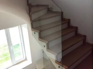 Облицовка лестницы со стеклянным ограждением от АКБдизайн Классический