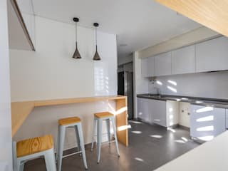 Modern Kitchen by Sizz Design Modern