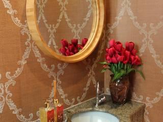 Papel de parede no lavabo Banheiros clássicos por Arquiteta Bianca Monteiro Clássico