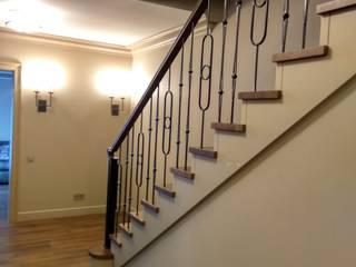 деревянная классическая лестница: Лестницы в . Автор – АКБдизайн