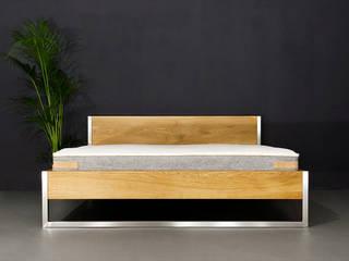 Nature Oak Bett - Edelstahl und Massivholz kombiniert:   von N51E12 - design & manufacture