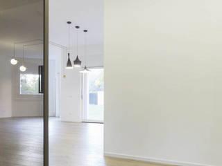 APPARTAMENTO AVENTINO Soggiorno minimalista di MINIMA Architetti Minimalista