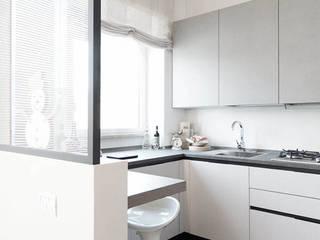 ATTICO MONTEVERDE Cucina moderna di MINIMA Architetti Moderno