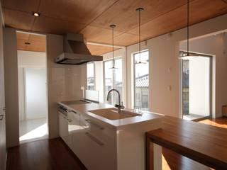転置のいえ モダンな キッチン の u.h architects モダン