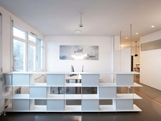 Entrée, Eingang und open Space Arbeiten. :  Bürogebäude von OXIT GmbH - Innenarchitekten in Stuttgart
