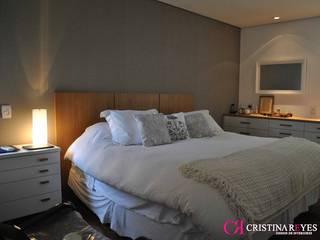 Quarto de casal por Cristina Reyes Design de Interiores Moderno
