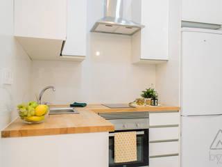 Home Staging apartamento alquiler turístico 2, Madrid. Byta Espacios Cocinas de estilo escandinavo