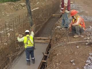 Construcción de muros.: Paredes de estilo  por Trevalo Urbanizaciones y Construcciones