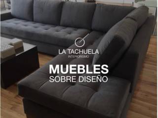 Sala súper comoda :  de estilo  por La Tachuela Interiorísmo Tapiceria y Muebles