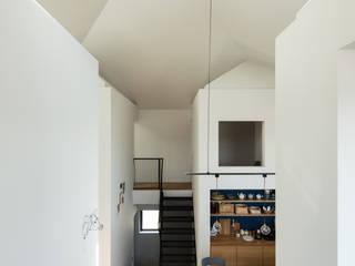 四つ角の家 山本嘉寛建築設計事務所 YYAA モダンな 壁&床 無垢材 白色