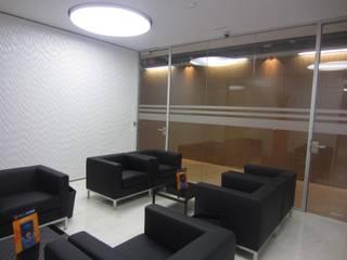 Edificios de oficinas de estilo moderno de Cristina Emílio Arquitecta Moderno