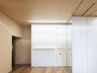 Eseiesa Arquitectos Camera da letto minimalista Legno Bianco