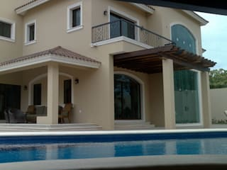 Piscines privées de style  par SG Huerta Arquitecto Cancun , Classique