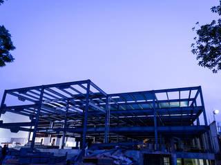 Industriale Bürogebäude von TARE arquitectos Industrial