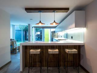 Moderne Küchen von TARE arquitectos Modern
