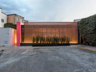 Moderne Häuser von TARE arquitectos Modern