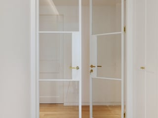 Classic style doors by 더집디자인 (THEJIB DESIGN) Classic