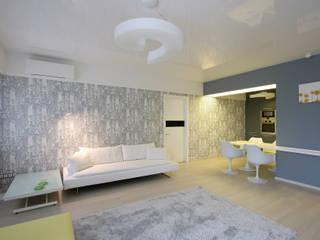 Эргономичная городская квартира для семьи с детьми: Гостиная в . Автор – Архитектурная мастерская 'ПИН и К'