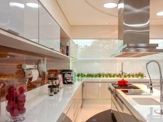 Cuisine moderne par Designer de Interiores e Paisagista Iara Kílaris Moderne