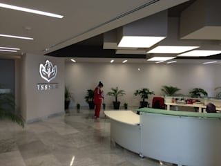Oficinas Dirección General ISSSTE: Oficinas y tiendas de estilo  por Sesife Arquitectura