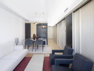 Reforma de un piso de 85m2 en Barcelona AlbertBrito Arquitectura Salones de estilo moderno Gris