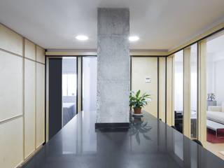Reforma de un piso de 85m2 en Barcelona AlbertBrito Arquitectura Cocinas integrales Gris