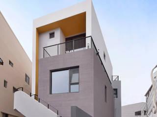RO+SHA: 아익 건축의  주택