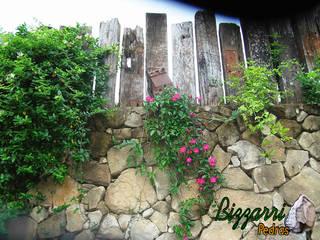 Front yard by Bizzarri Pedras,