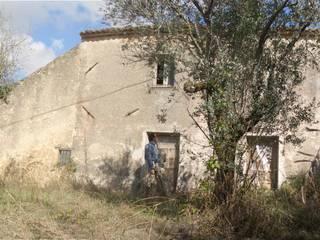 Casale Gallinaro: Case in stile  di officinaleonardo, Minimalista