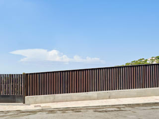 CASA FORBES Modern style doors by Miel Arquitectos Modern
