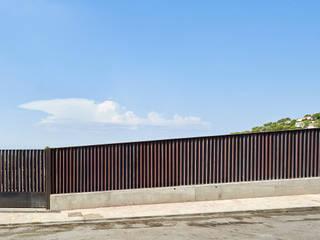 CASA FORBES Puertas modernas de Miel Arquitectos Moderno