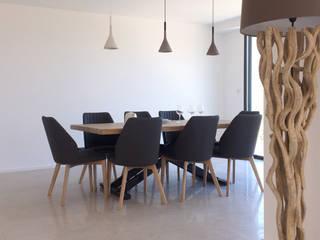 Villa Eze Salle à manger minimaliste par Deux et un Minimaliste