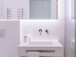 Bathroom by ARQ1to1 - Arquitectura, Interiores e Decoração,