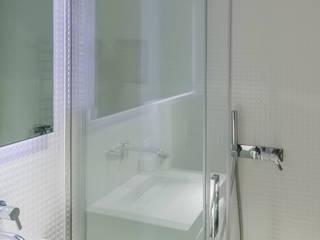 ARQ1to1 - Arquitectura, Interiores e Decoração의  욕실,