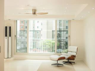 Salones de estilo moderno de 바른디자인 - barundesign Moderno
