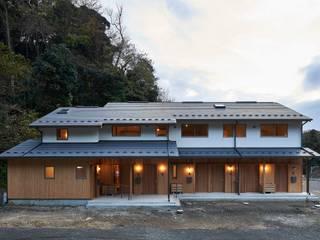 鎌倉の住まい_古材を使った和モダンデザイン: タイラ ヤスヒロ建築設計事務所/yasuhiro taira architects & associatesが手掛けた長屋です。