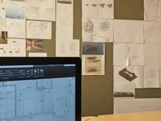Studio Espaços de trabalho ecléticos por LIMIT studio Eclético