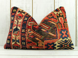 Decorative Lumbar Kilim Pillow di Heritage Nomadic Art Gallery Rustico