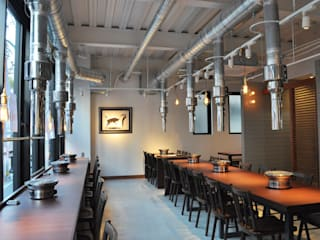 Maison de 肉人 ラスティックなレストラン の 井上浩平建築設計事務所 ラスティック
