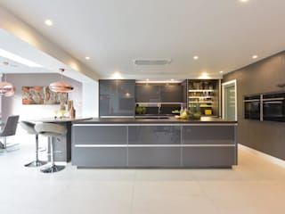 Mr & Mrs O'Hare Diane Berry Kitchens Built-in kitchens گلاس Grey