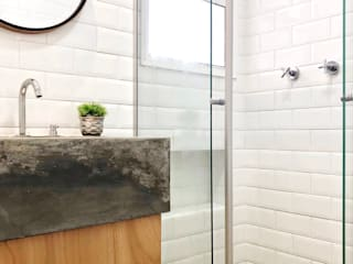 BANHEIRO INDUSTRIAL: Banheiros  por DALL' ANESE ARQUITETURA