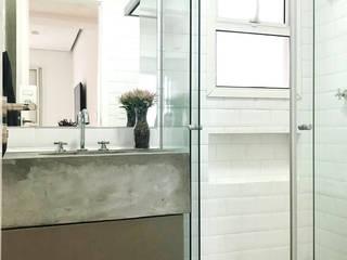 BANHEIRO MINIMALISTA: Banheiros  por DALL' ANESE ARQUITETURA