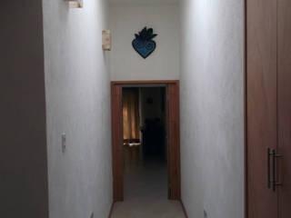 Iluminación natural y detalles Pasillos, vestíbulos y escaleras minimalistas de Arquitectura OM Minimalista
