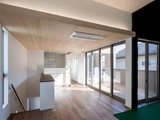 L字型のリビング・ダイニング・キッチン: 三浦尚人建築設計工房が手掛けたダイニングです。