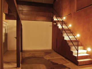Loft Montpeller: Salones de estilo  de ESTUDIO DE CREACIÓN JOSEP CANO, S.L.,