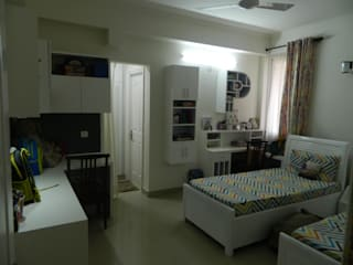 Kitchen & Interiors, Sector 46 Noida:  Small bedroom by hearth n home