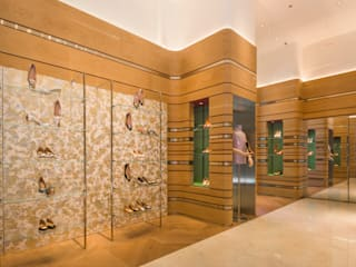 充滿英倫情人風的頂級品牌女鞋店: 現代  by On Designlab.ltd, 現代風