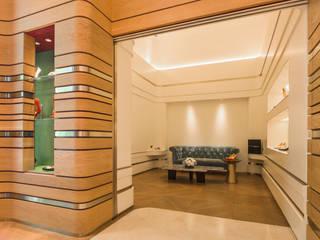 充滿英倫情人風的頂級品牌女鞋店 现代客厅設計點子、靈感 & 圖片 根據 On Designlab.ltd 現代風