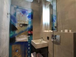 Phòng tắm bởi Eli's Home Công nghiệp